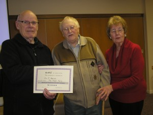 Harry Bodkin presents the certificate